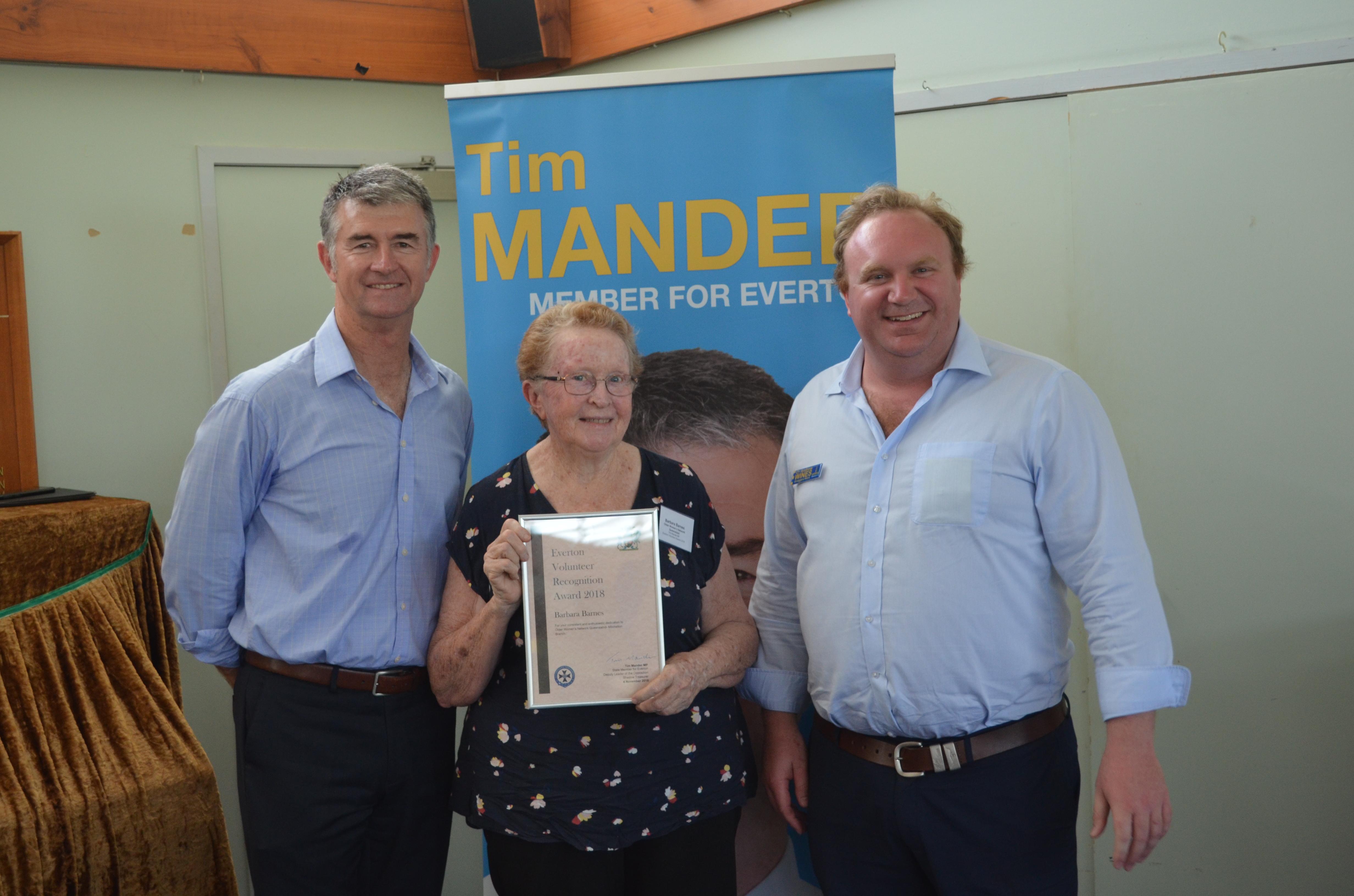 Barbara Barnes receives a Volunteer Recognition Award